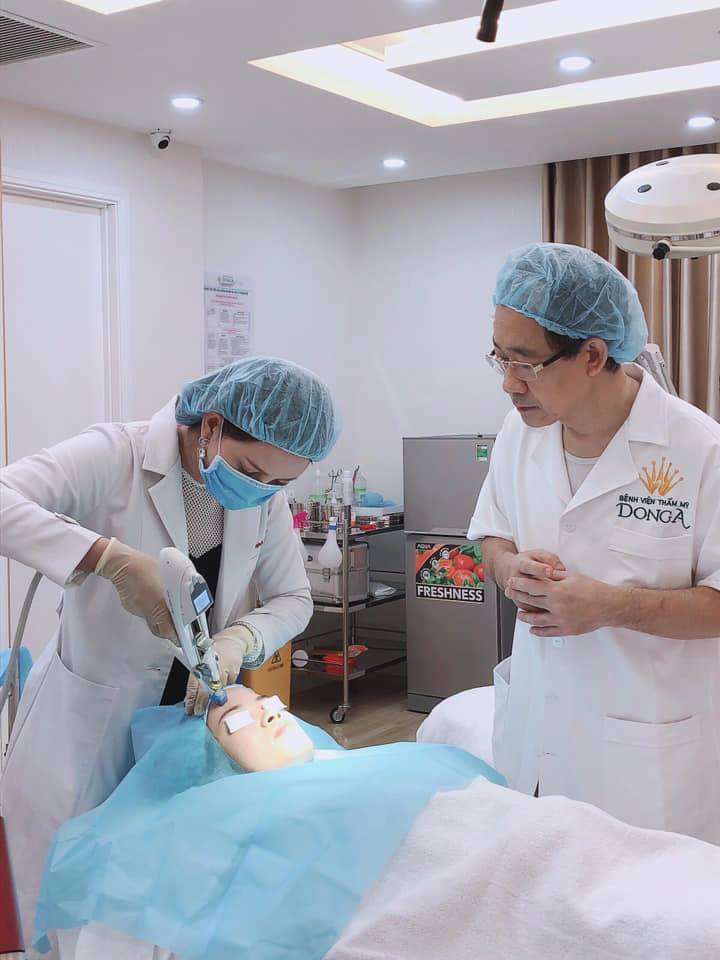 """Khách hàng sử dụng dịch vụ """"Điều trị trẻ hóa tự thân Bio Young"""", tại Bệnh viện thẩm mỹ Đông Á"""